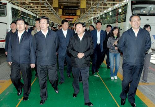 储波巴特尔率自治区党政代表团在河南学习考察