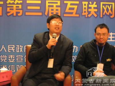 华军软件园总经理华军在与听众交流.