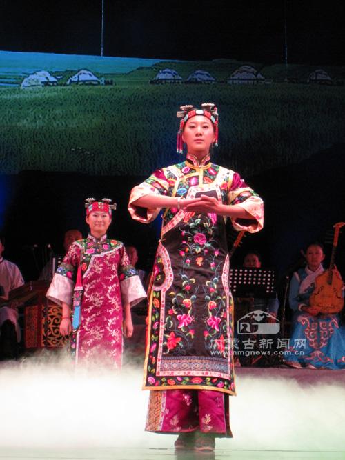 蒙古族服饰文化让人着迷 - 燕子 - 燕子