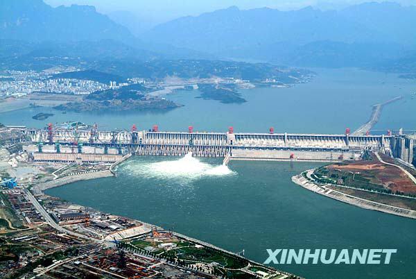 2006年5月,三峡大坝全线建成,这是三峡大坝全景(资料照片)。新华社发