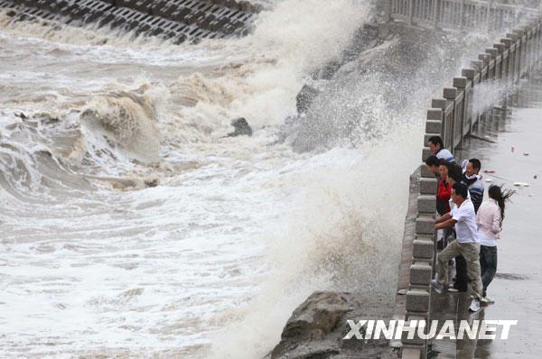江苏连云港出现大风降温天气沿海海面出现大