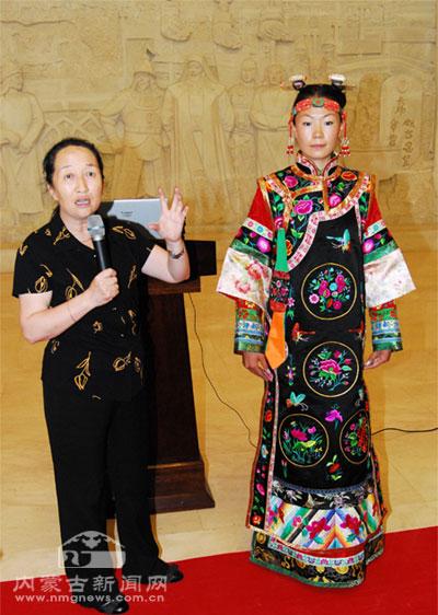 博物院蒙古族特色服装表演展示民族服饰无限魅力