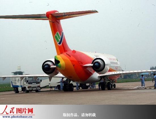 我国第三架arj21新支线飞机上海成功首飞