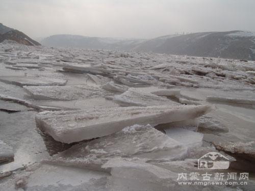 黄河内蒙古段出现壮观的流凌景观