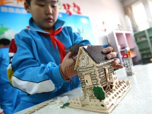 """小学生创建""""太阳能环保村"""""""