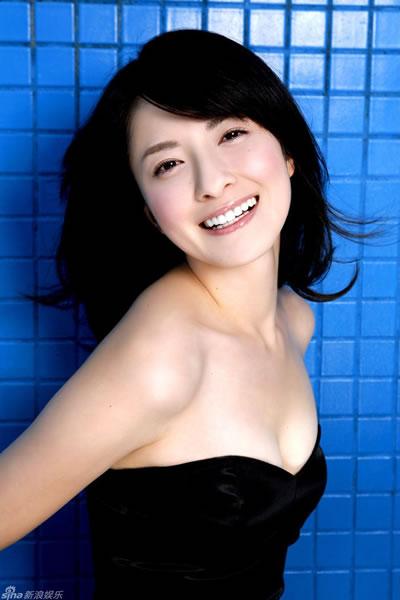 日本气质美女松田里菜写真