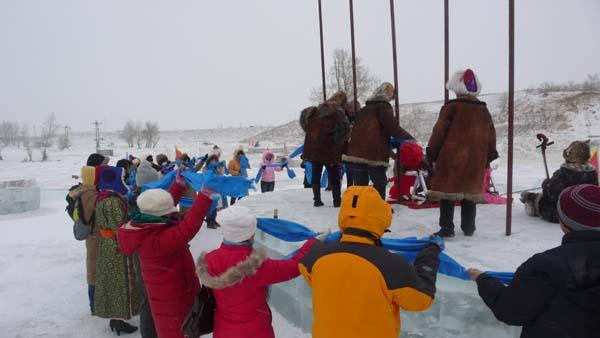 中国知名网络媒体参观冰雪那达慕景区