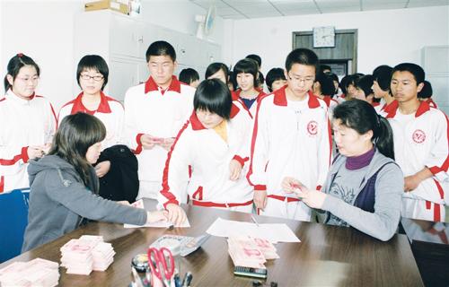 通辽五中爱心基金会于2006年成立,以关爱身边弱势群体为宗旨,校级图片