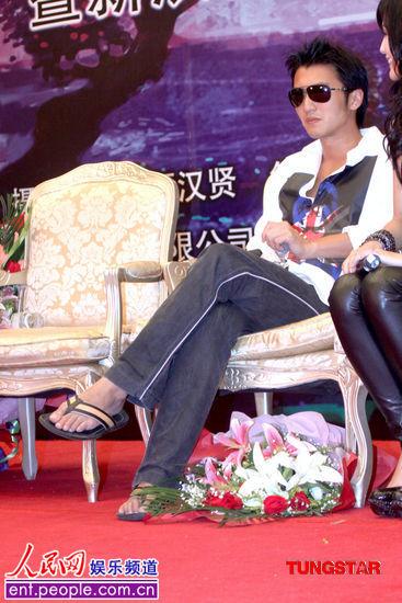 昨日,身为电视剧《剑侠情缘——藏剑山庄》男主角的谢霆锋现身北京