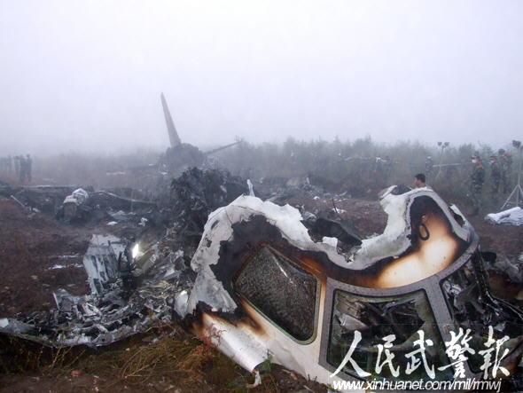 伊春飞机失事 武警官兵搜救面积超千余平米