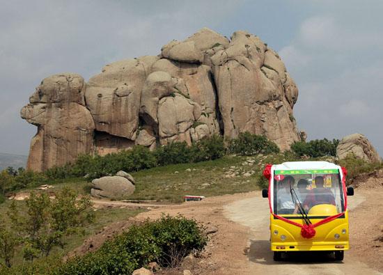 克什克腾青山景区山上旅游观光车正式开通