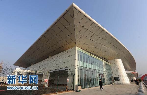这是12月28日拍摄的武汉天河机场国际航站楼。当日,武汉天河机场国际航站楼正式启用,该座航站楼是目前中部地区唯一的独立式国际航站楼,剖面设计为单层式方案,离港和到港流程均在同一层,建筑总面积为5310平方米。近年来,武汉天河机场国际和地区客货运输量增长迅速,预计2010年天河机场国际和地区客流将突破35万人次,同比增长85%。 新华社记者程敏 摄