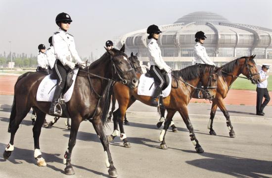 女子骑警正式亮相