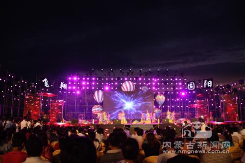 第二届中国 包头秦长城热气球节开幕