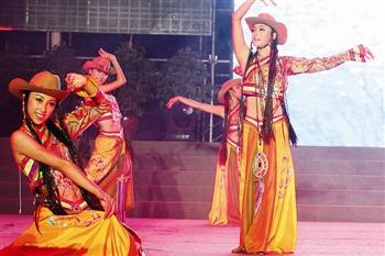 上演,阎维文、汤灿、张海庆等10余位歌唱家为包头观众献上了一场