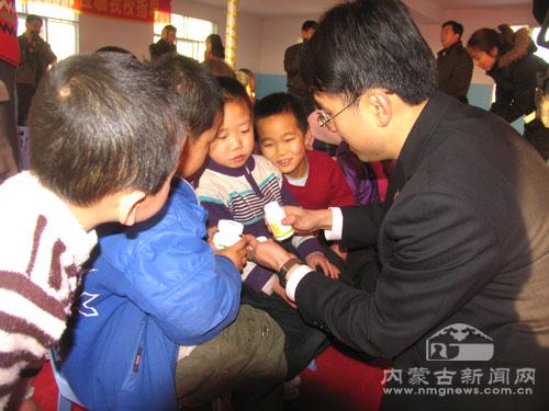 康宝莱内蒙古分公司为玉泉区残疾儿童献爱心