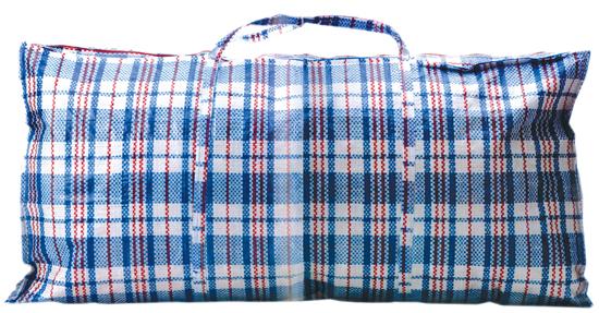 """红蓝白编织袋   红蓝白三色编织绳编织而成的大袋子。大概是中国民间最常用的一种袋子,它外表和质地颇像蛇皮,俗称""""蛇皮袋""""。红蓝白编织袋的性价比很高,它够大,收容得下棉被和整季的衣服;它够皮实,搬家时可以将零碎物件一股脑塞进去;它够低调,是出门远行打工的最佳搭档;它够便宜,用过即弃也不可惜。2007年,这个普通的编织袋,竟然入了奢侈品品牌路易·威登的法眼,其当年新款里就有这样一个小版的""""编织袋""""。红白交替的条纹网格图案与中国民间广泛流行的&"""