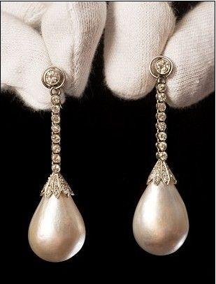 珍珠镶钻耳坠拍出160万英镑高价