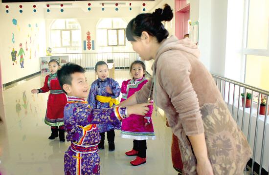 旧民族幼儿园民族文化特色走廊装饰
