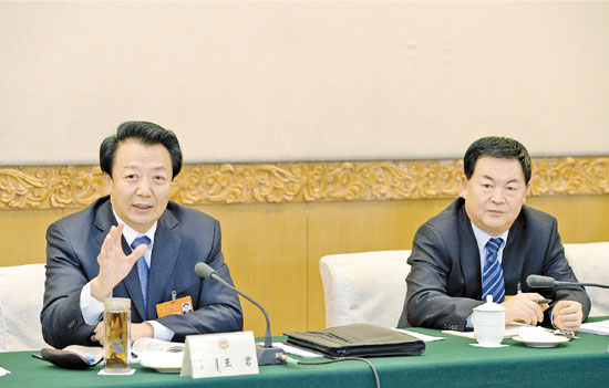 王君参加政协联组讨论