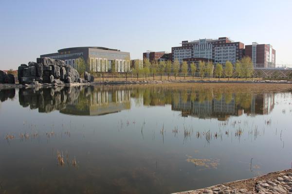 师大附校地处内蒙古师范大学盛乐校区校园内,占地面积约300亩,总建筑