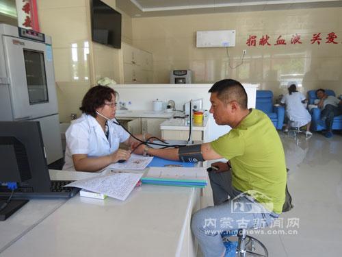 献血者在量血压