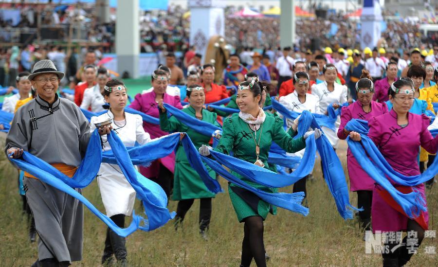 赤峰市巴林右旗第23届那达慕大会在巴林草原开幕