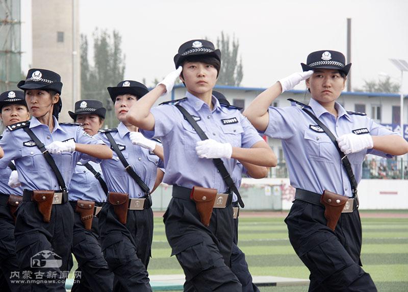 女警方阵接受检阅-内蒙古 全区检察机关司法警察大练兵