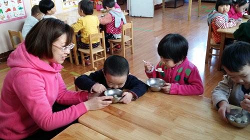 自己动手做汤圆 赛罕区第一幼儿园开展元宵节主题