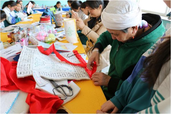 蒙古幼儿园手工制作马头琴