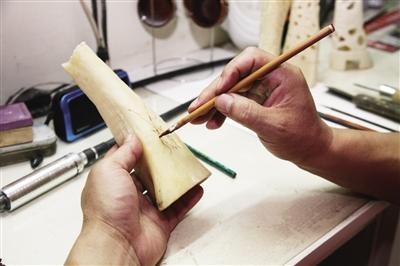 """用心""""刻骨""""的骨雕手艺人 - - 内蒙古新闻网 - 新闻中心"""