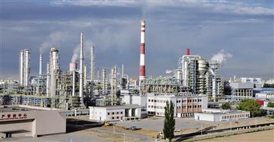 中石油呼和浩特石化炼油设施.-呼和浩特工业经济在转型升级中实现