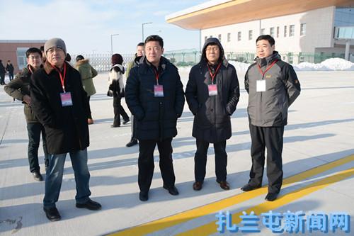 首架飞机降落扎兰屯成吉思汗机场投产校验飞行成功