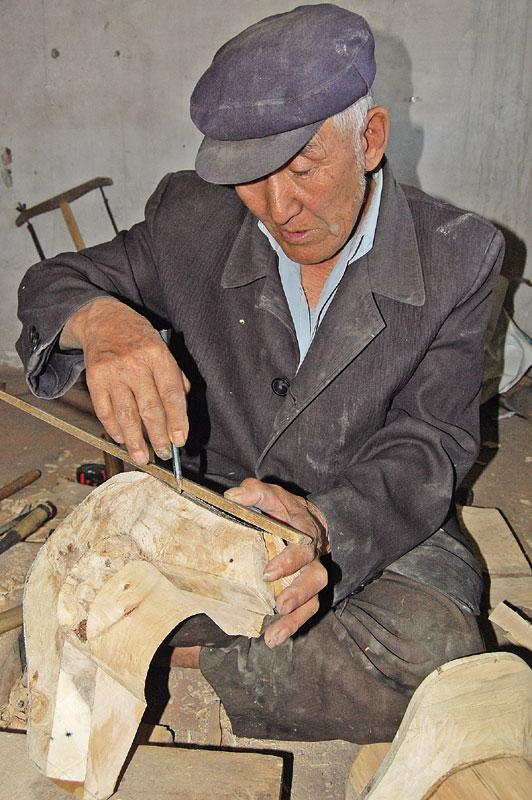 木工工艺体现在马鞍的鞍桥制作中