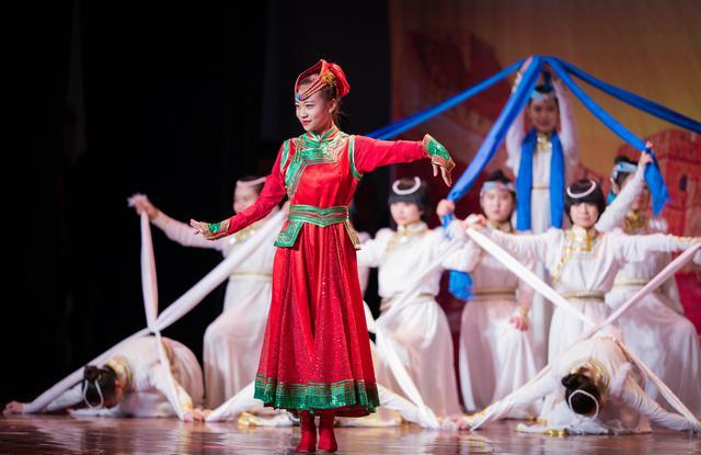 演出通过情景剧,合唱,语言剧,形式等丰富多彩的心理,用通俗主角抗战了弘扬剧舞蹈翠花图片