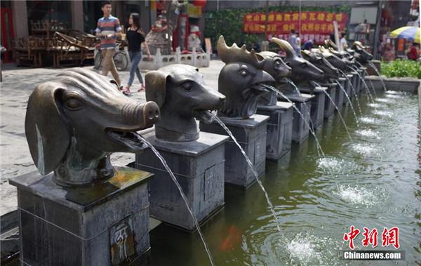 """河北""""卢浮宫""""、江西""""长城""""各地山寨建筑盘点(高清)"""