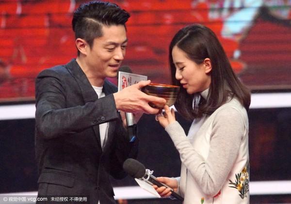 胡歌和吴奇隆怎么办 刘诗诗录节目与霍建华互喂食物