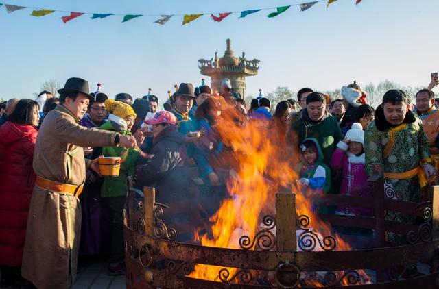 """蒙古族群众""""祭火""""迎新春--新闻中心"""