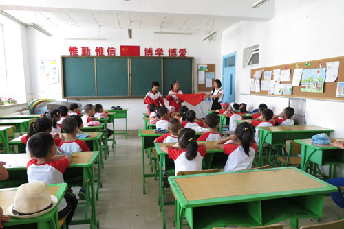 幼儿园大班小朋友提前v大班上小学的郴州小学教育图片