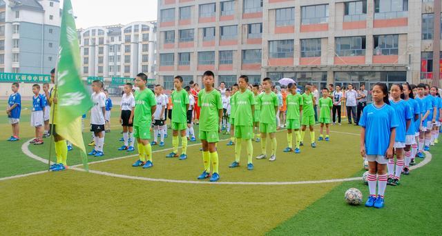玉泉区:校园足球夏令营 奔跑吧足球少年