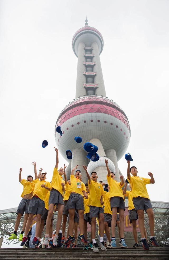 正在上海市东方明珠电视塔