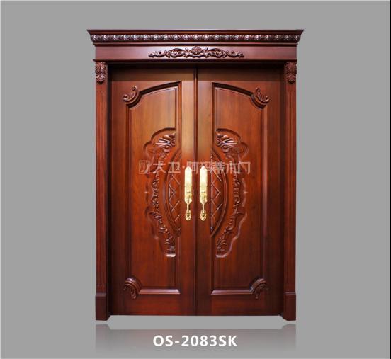 大卫·阿玛蒂木门欧式系列:OS-2083SK   大卫·阿玛蒂木门OS-2083SK视觉上非常自然,整体呈现红褐色,色调古朴却又不失高雅,欧式造型,豪华大气,气势磅礴,而硬朗的线条又彰显出一种刚毅与理性的个性,非常适宜喜欢欧式风格的精英人士选购。