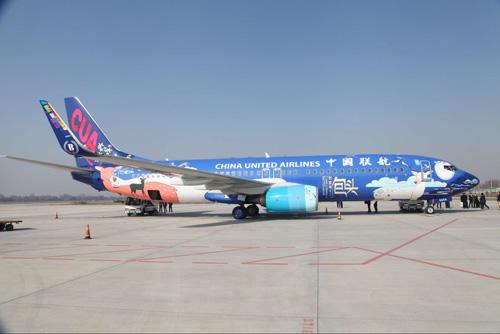 包头机场,该飞机从机身到机舱全部用包头元素和蒙古