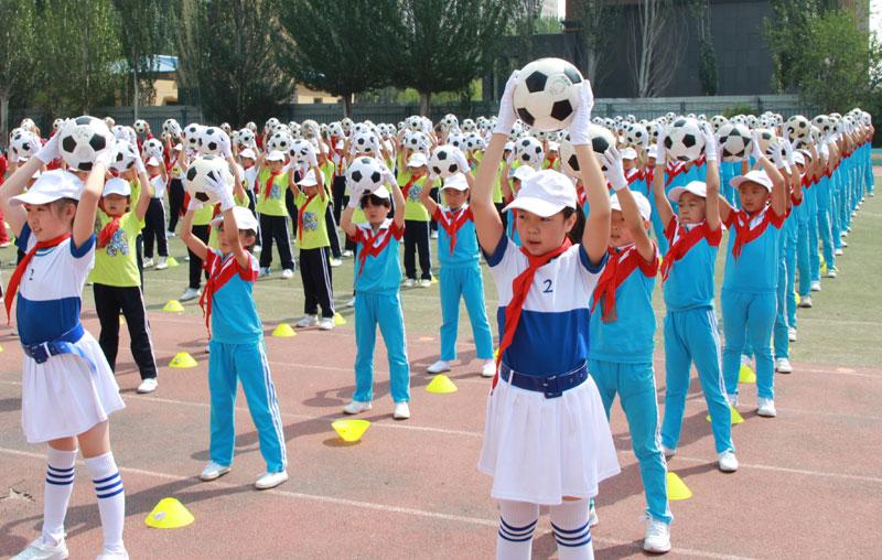 孩子受锻炼体育们在小学重视时间够?育学校翔北京图片
