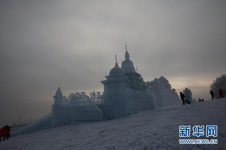 额尔古纳市民族风情冰雪节开幕.jpg