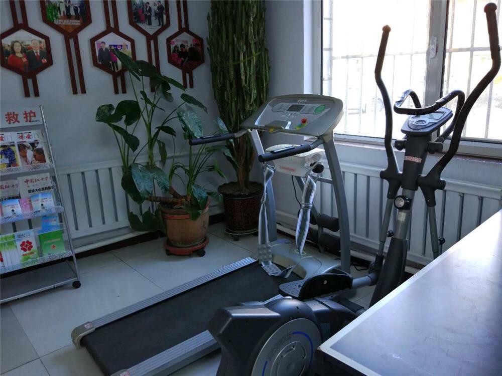 社区活动室有健身器材,乒乓球案,乐器,报刊…&hellip图片