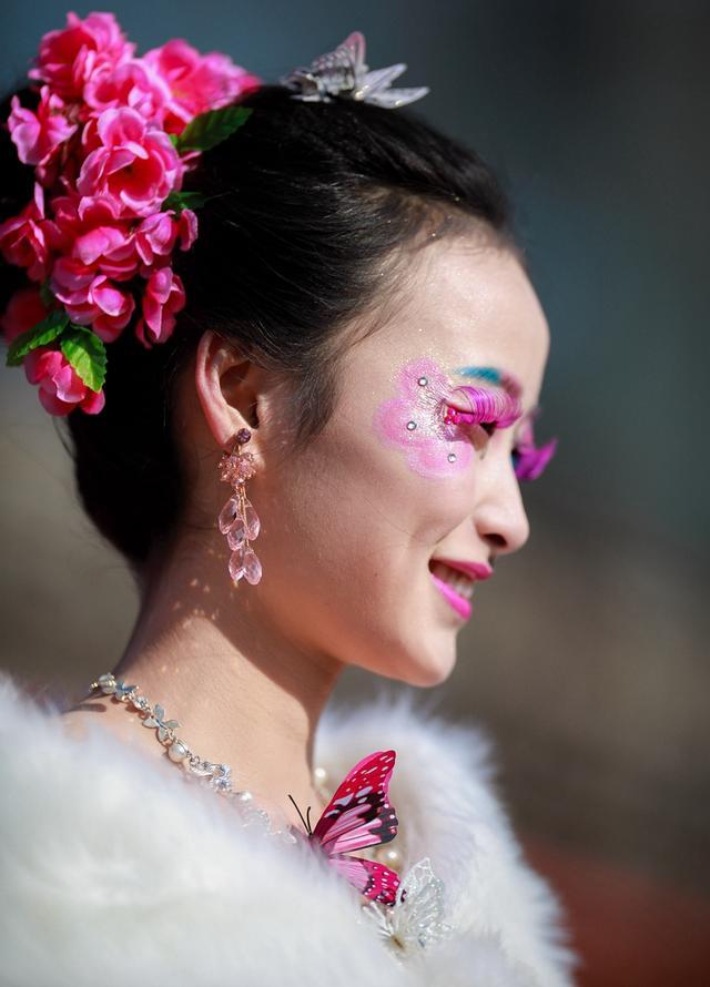 """时尚彩妆大赛以""""桃花缘""""为主题,发挥彩妆师的无限创意,通过创意艺术图片"""