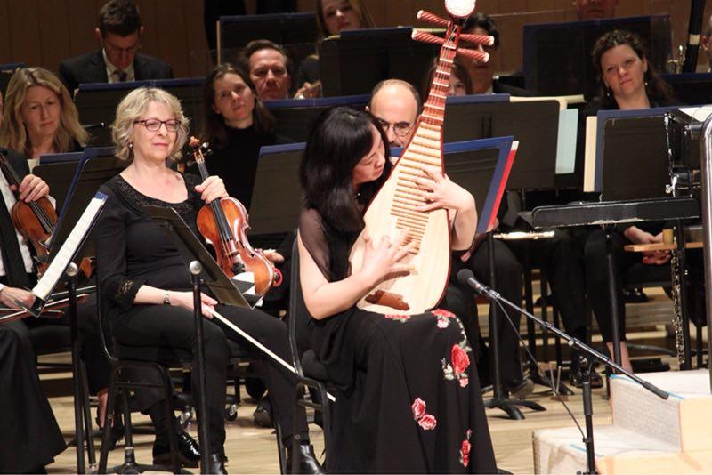 琵琶独奏《十面埋伏》等带给观众中国传统乐器的享受.-多伦多交响