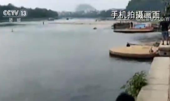 三名儿童不慎落水 解放军战士挺身而出跳河相救
