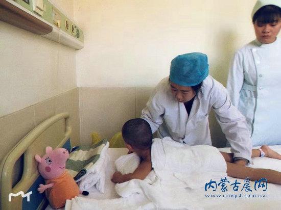 """经28天治疗 患""""食肉菌""""的小博涵从ICU转入普通病房"""